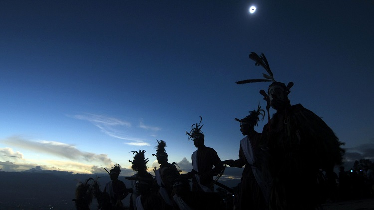 dancers and the eclipse